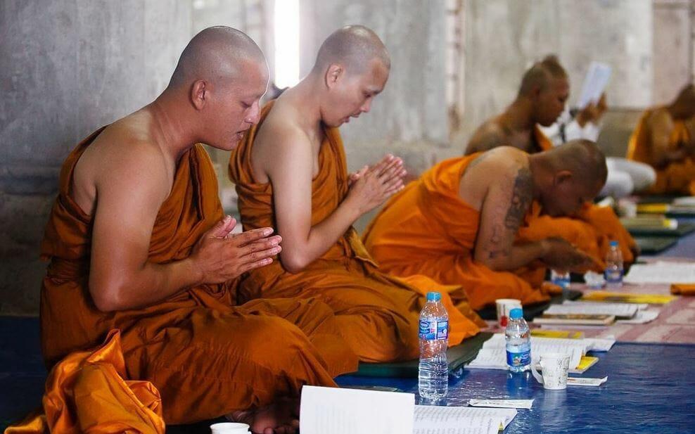 Большой Будда монах