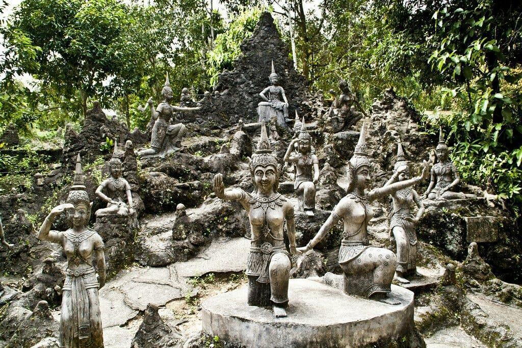 Магический сад Будды статуи