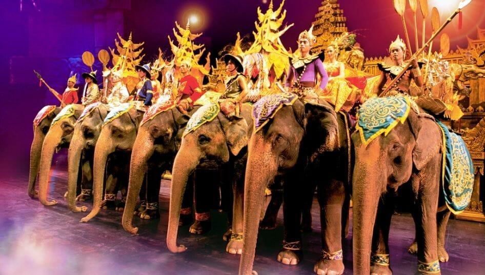 Парк «Фантазия» на Пхукете слоны