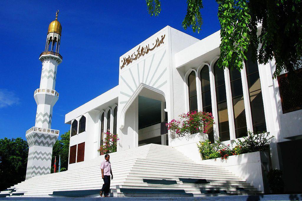 Пятничная мечеть. Располагается она на территории атолла Мале