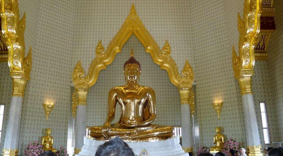Золотой Будда в бангкокском храме Ват Траймит