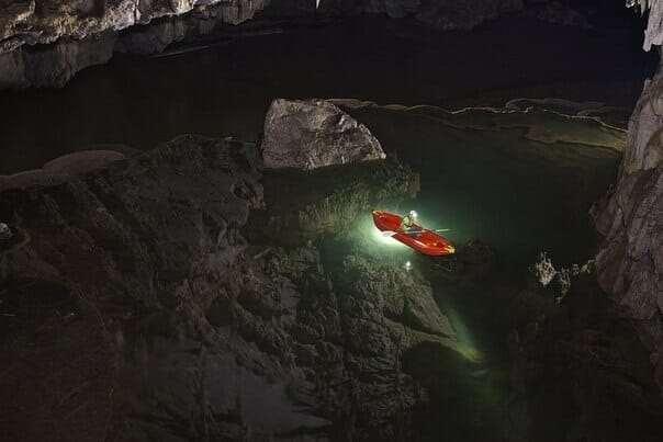 Озеро в пещере Тхам Лод, Тайланд