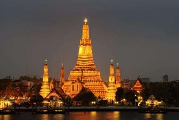 Храм Рассвета (Wat Arun) ночью