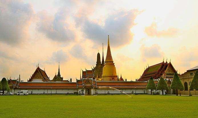 Храм изумрудного будды.