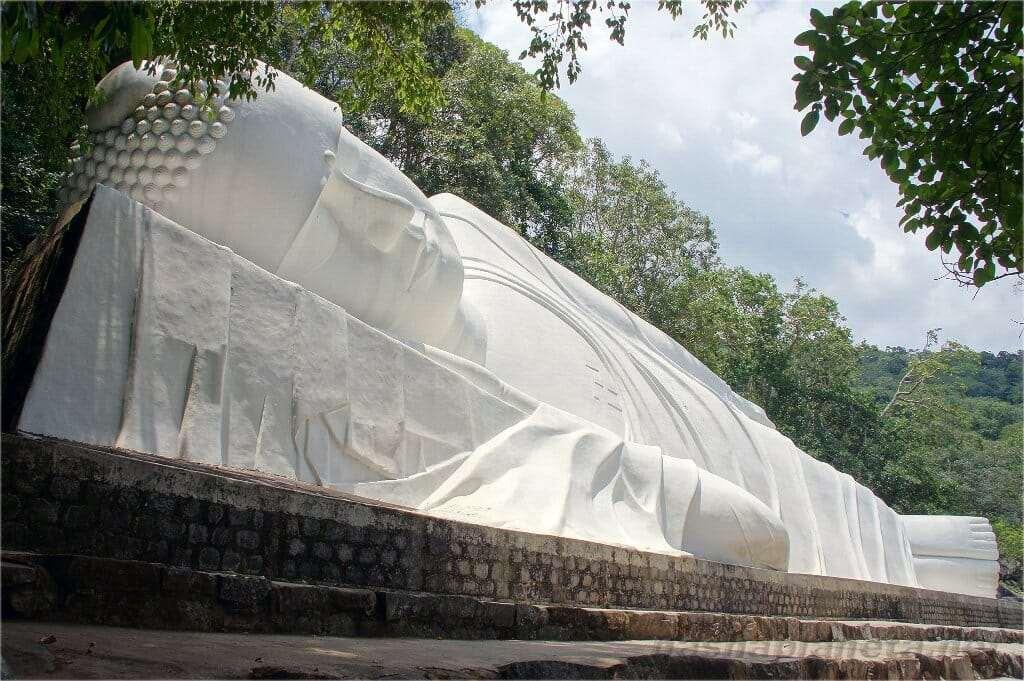 Статуя Лежащего Будды достопримечательности Фантьета