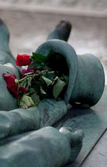памятник Виктор Нуар во Франции