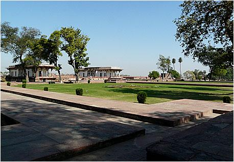 Сад Рамбах – старейший из сохранившихся со времен Империи Великих Моголов