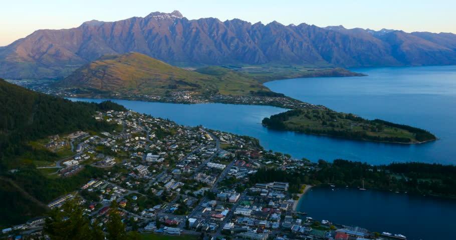 Известная своими виноградниками и приключениями на свежем воздухе, Новая Зеландия также предлагает более увлекательные удовольствия. Эта поездка сочетает в себе лучшие города и страны на Северном и Южном островах.