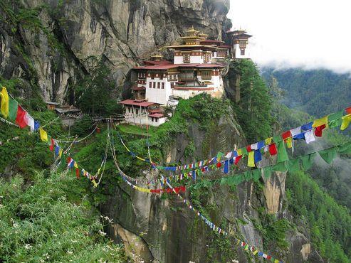 Хотя он был открыт для посторонних в 1974 году, Бутан, с его первозданными пейзажами и хорошо сохранившимися буддийскими храмами, не начал получать путешественников, ищущих роскошь, примерно до десяти лет назад