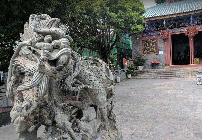 Храм Чивань Тянь хоу существа у входа