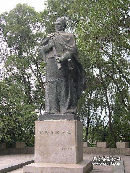 статуя советника китайского императора по имени Линь Цзесюй