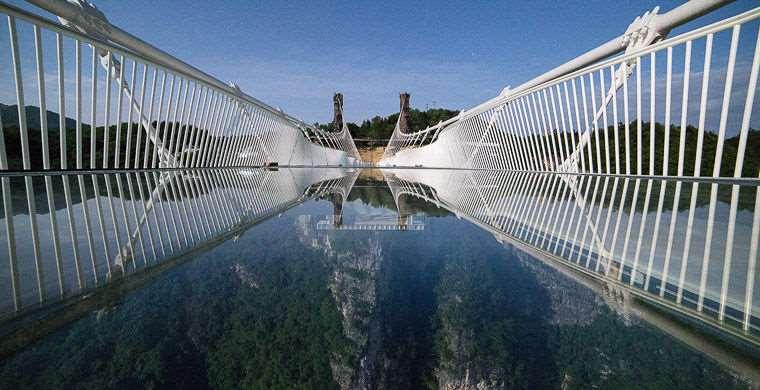 В провинции Хунань возведен самый длинный на свете мост из стекла