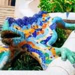 Мозаичная саламандра в парк Гуэль в Барселоне