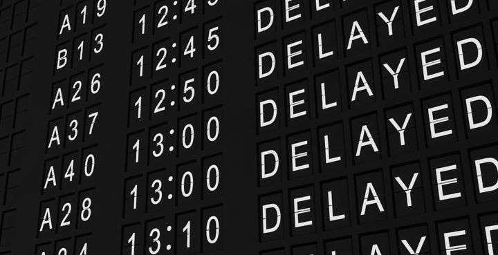 Когда самолет задерживает вылет более чем на 3 часа, это может стать причиной таких последствий как опоздание на другой рейс или отказ в заселении в гостиницу до следующего дня. Страховка позволяет восполнить убытки, если они возникли не по вине застрахованного лица.