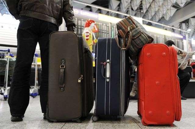 При транспортировке багаж часто задерживается, теряется и даже приходит в ненадлежащем виде. В связи с этим страховые компании ввели дополнительную услугу страхования багажа. Естественно, выплаты по полису не большие, но иногда даже частичная компенсация лучше, чем ничего.
