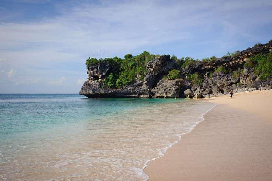 Совмещает в себе прекрасный вид океана, необычные пейзажи, умиротворяющую атмосферу и драйвовое чувство при покорении опасных волн. Баланган больше предназначен для серферов и желающих, сделать невероятную фотосессию
