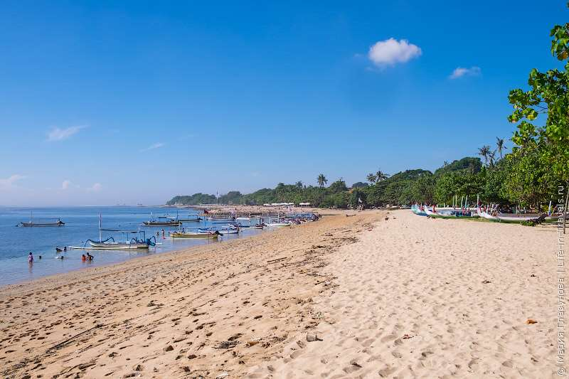 Очень спокойное и привлекательное место на Бали. Пляжи достаточно просторные и длинные, а море спокойное и мелкое.
