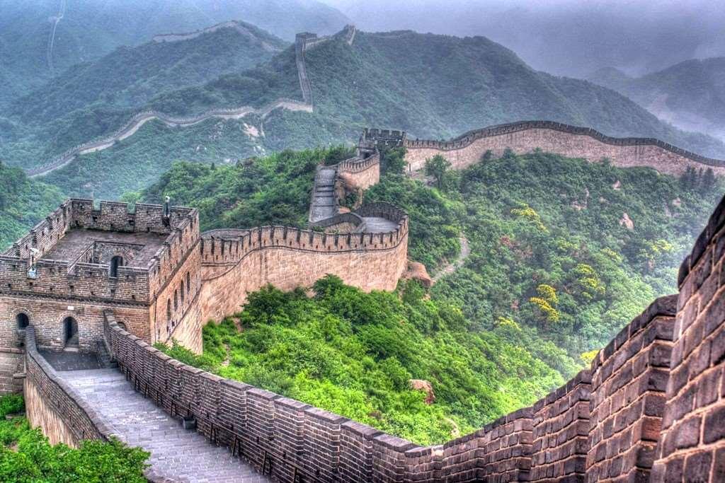 Вопреки популярному мифу, Великая китайская стена не видна ни с Луны, ни даже с земной орбиты.