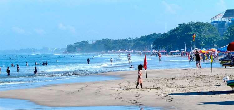 Данный пляж идет следом за Кутой, основные посетители тут серферы. Однако есть места с меньшими волнами.