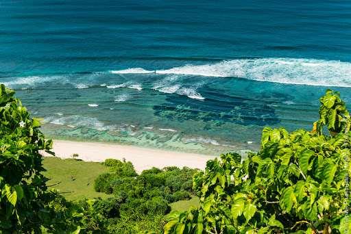 Этот пляж также относится к списку секретных. Его местоположение и длинная лестница с количеством ступеней, превышающим 500, сделали Ньянг Ньянг довольно пустынным.