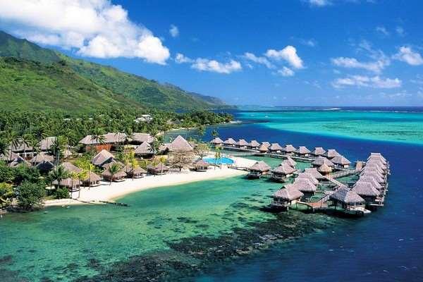 Ломбок можно выбрать как альтернативу тем, кто уже насытился отдыхом на Бали. Конечно он не настолько развит и популярен в плане туризма, но отличная природа с вулканами и водопадами придется по душе многим.