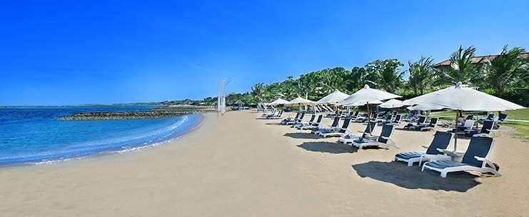 Таджунг Беноа раскинулся на косе. На месте бывшей рыбацкой деревни теперь появились бюджетные отели. Пляжи здесь чистые, хотя и менее шикарные.