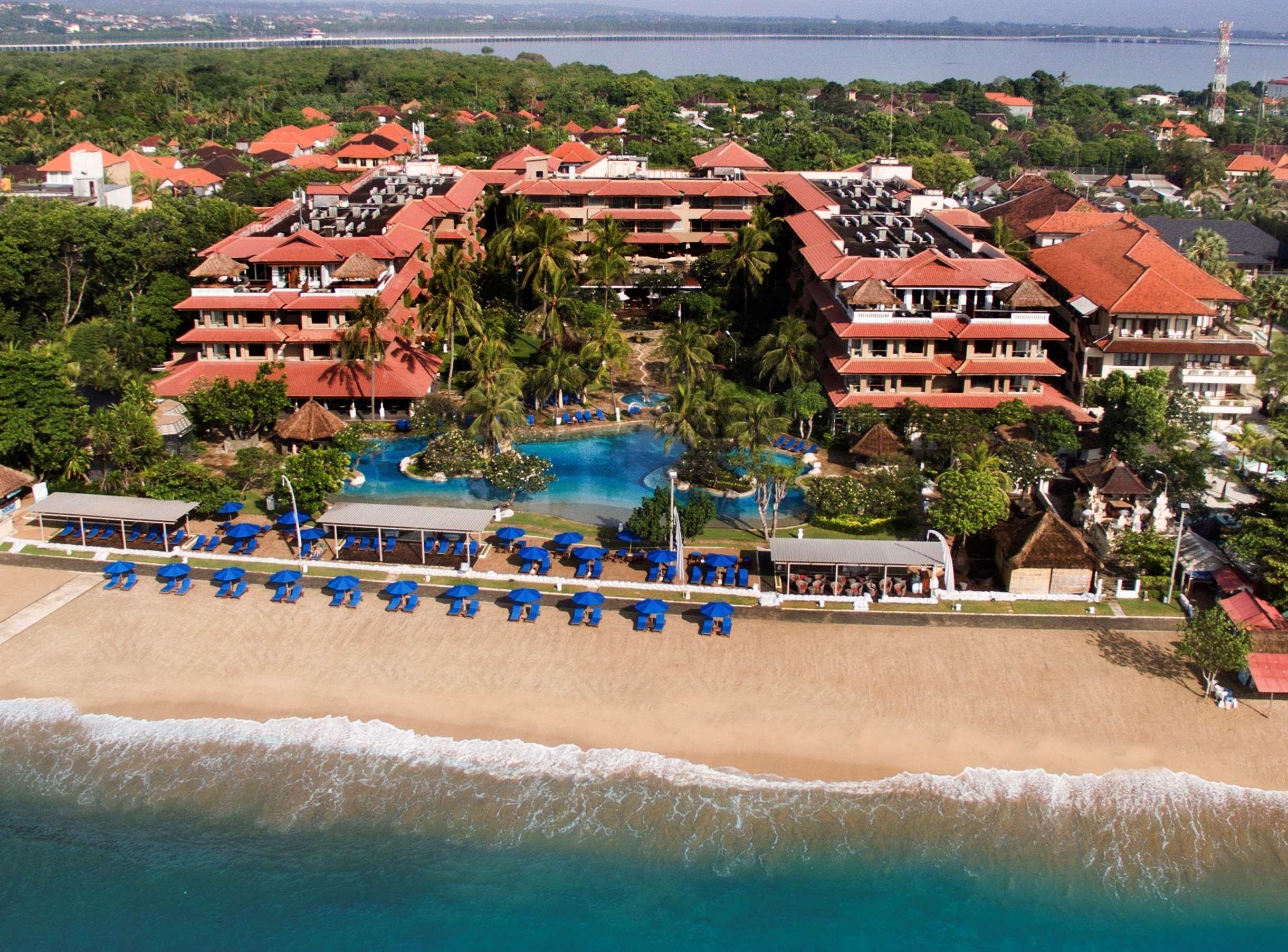 Никко назван в честь отеля Гранд Никко, который расположился прямо у берега. Он хорошо подходит для туристов с детьми, так как здесь близко от берега нет опасных течений, и сам пляж полностью покрыт мелким белым коралловым песком.