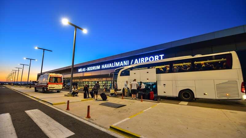 Добраться в Милас - аэропорт Бодрума можно прямыми рейсами, а также рейсами с пересадкой в крупных турецких городах, таких как Стамбул или Анкара.