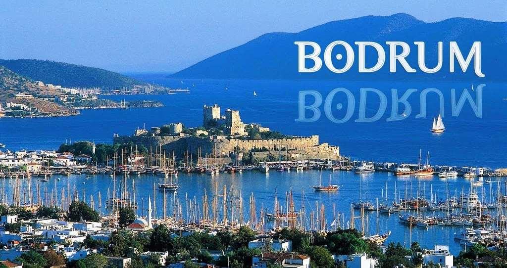 Бодрум — международный курорт и в разгар сезона жизнь кипит здесь 24 часа в сутки. Город привлекает туристов многочисленными пляжами, прекрасной природой и античными памятниками архитектуры