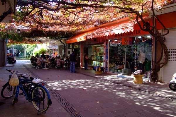 Шопинг в Бодруме увлекательный и приятный. Основное количество брендовых магазинов - вдоль проспекта Ататюрк.