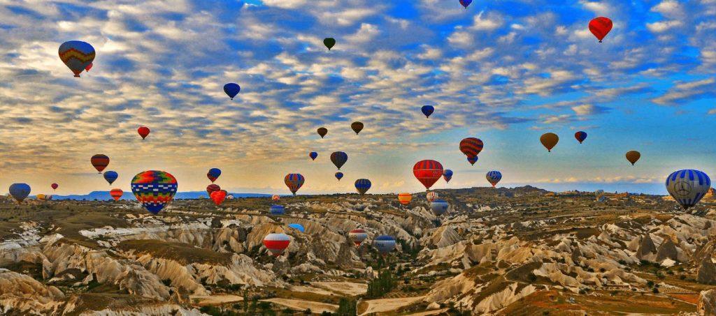 Турции, она же следит за метеоусловиями. В воздух может одновременно подниматься не более 250 шаров, это также регламентируется госавиаслужбой.