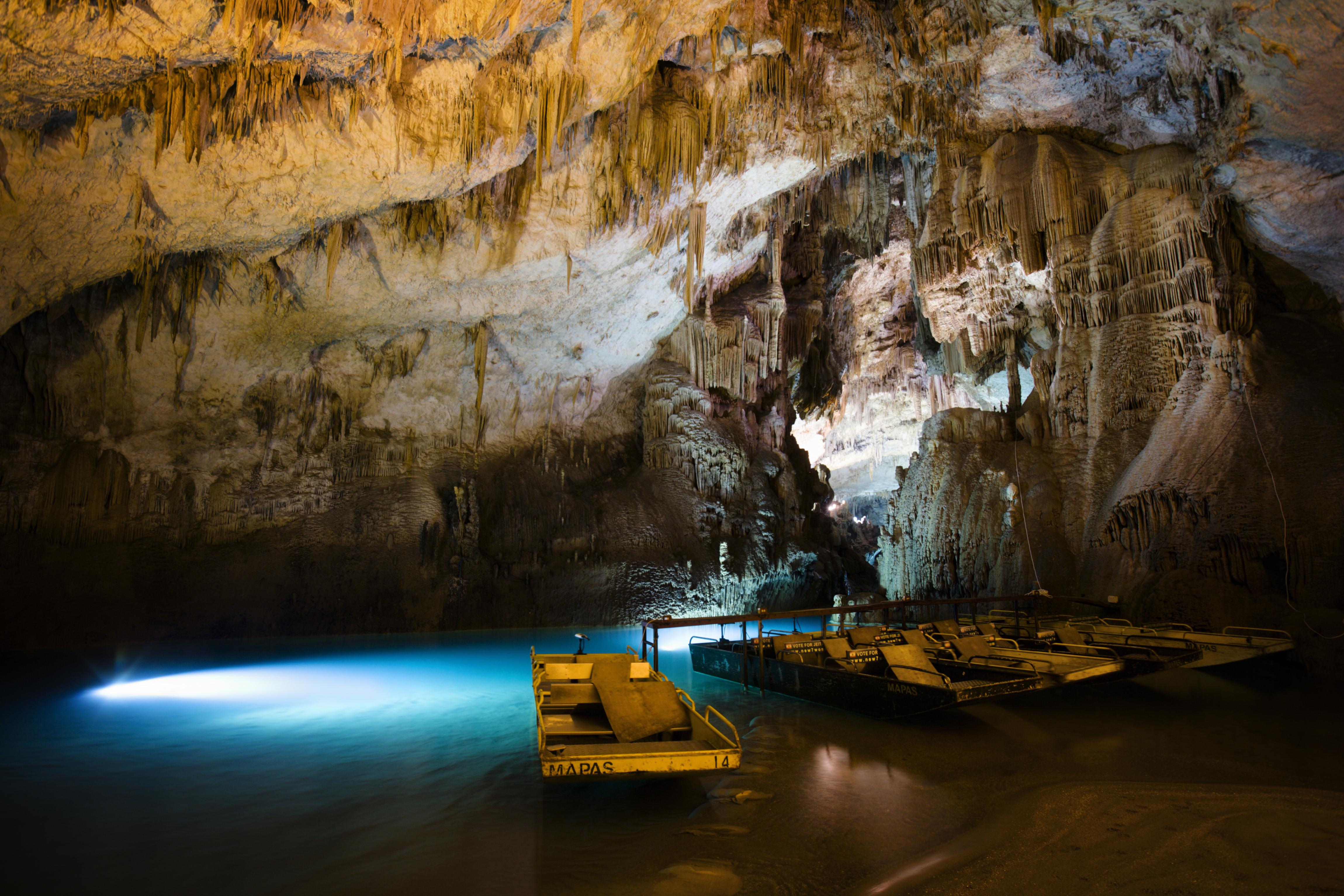 Джейта Гротто (пещера, грот) является одной из самых известных достопримечательностей Ливана. Грот расположен примерно в 20 км к северу от Бейрута, в долине, известной как Вади-аль-Калб.