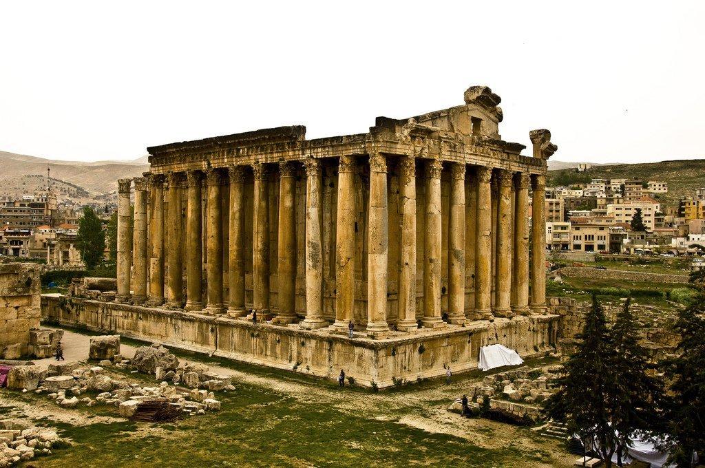 Бейрут древний город, который привлекает туристов исторической архитектурой. Среди самых известных и популярных туристических мест в Бейруте: