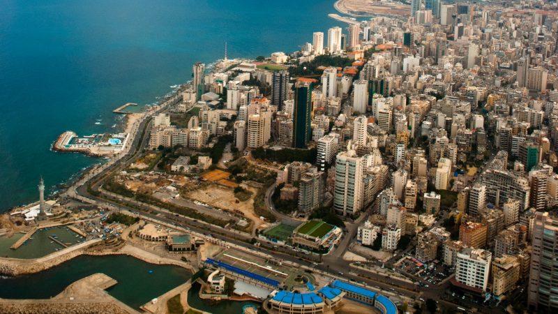 Первыми жителями Бейрута был народ Джобила и город в те времена был независимым королевством. Этот прибрежный район назывался финикийским, а его народ назывался Бааль-Бирит, который позже стал именоваться Сиди-Бейрут. Первое упоминание о Бейруте датировано XV веком до н. э.