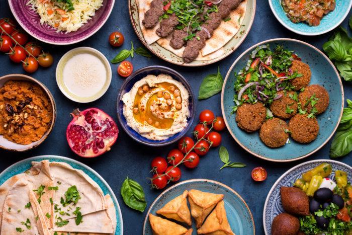 Ливанская кухня является частью кухни Шами, распространенной по всему Леванту (северным сирийским регионам и частям Ирака). Ливанская кухня завоевала международную известность (особенно ее грили и различные закуски, известные как мазза) благодаря расселению ливанцев по всему миру.