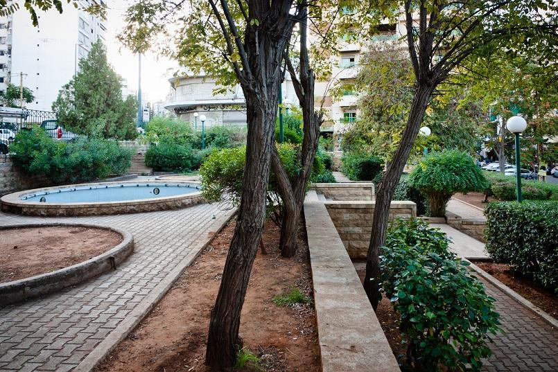 Расположен в Ашрафие, занимает площадь около 20 000 м². Парк Sioufi - это мини-сад с детскими качелями, разнообразными деревьями и растениями, за которыми ухаживают работники парка.