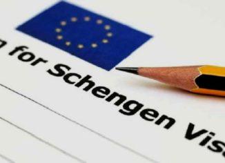 Оформление шенгенской визы – непростая задача, предполагающая сбор ряда документов, уплату пошлины, покупку медицинской страховки.