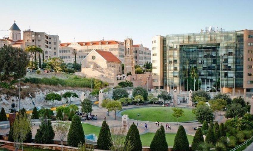 Сад ливанского писателя Джебран Халил Джебрана - особое место. В парке много деревьев, фонтан, статуя Джебрана Халила, а также скульптуры современных ливанских художников.