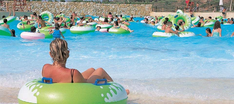 Waves Aqua Park Resort - одно из крупнейших развлекательных заведений в Бейруте. Он является не только самым большим аквапарком в городе, но и одним из крупнейших парков Ближнего Востока площадью 60 000 м².