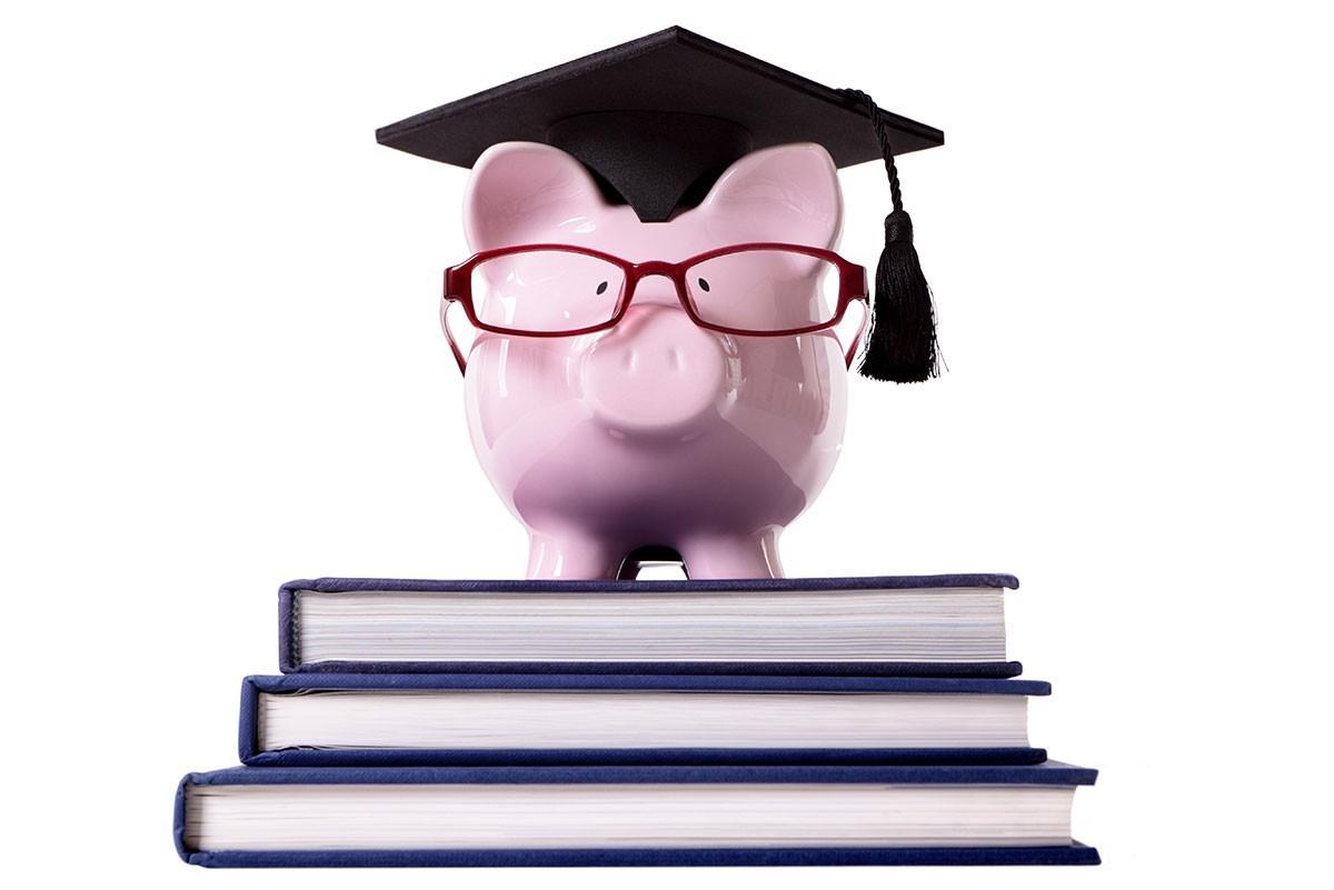 Инвестиции в образование – одни из самых разумных и востребованных. Обучение в колледжах и университетах сейчас стоит дорого, при этом даже самые ответственные студенты могут быть отстранены от занятий по независящим от них причинам. В такой ситуации поможет страхование образования от Альянс Партнерс.