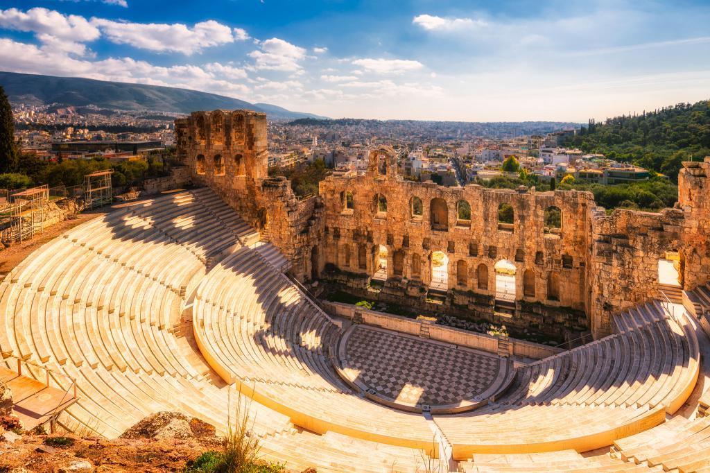 Греция – государство, история которого берет начало 8000-10 000 лет назад, и в течение этого времени столица его была неизменна – Афины