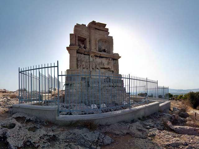 памятник Филопаппу – наследнику, который так и не принял престол, поскольку власть захватила Римская империя