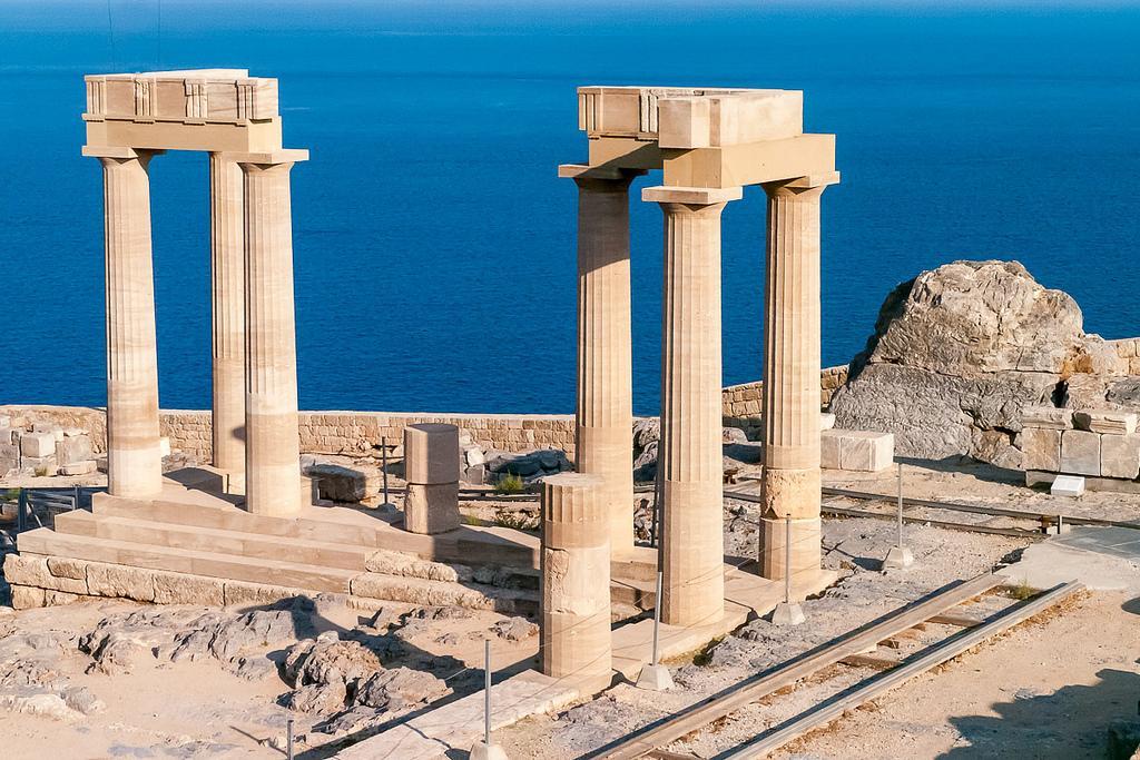 Акрополь Линдоса является вторым по размеру после афинского