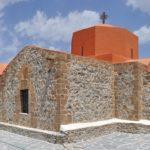 десь находятся древние замки и церкви, редко посещаемые туристами и сохранившие дух «намоленности», святого места