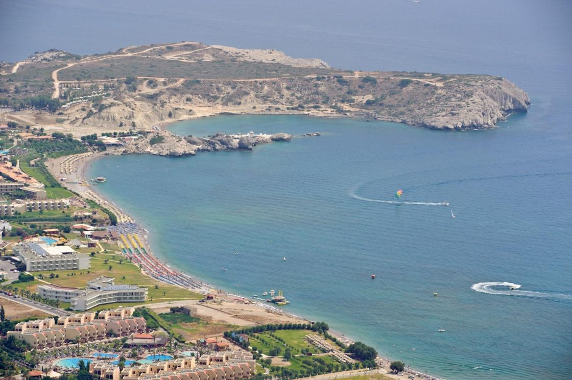 Крупнейшая площадка для гольфа располагает всем необходимым оборудованием, а на пляже приятно расслабиться после успешной игры.