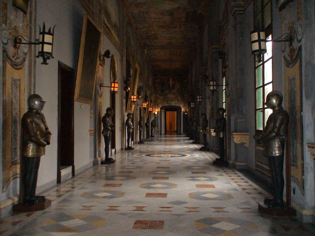 Дворец великих магистров – это замок, который сегодня отдан под музей античной археологии