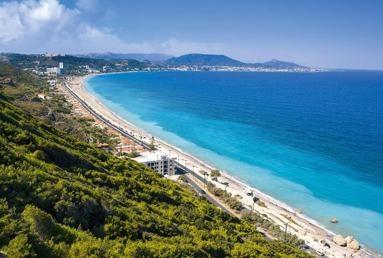 Курорт, раскинувшийся на побережье Эгейского моря, рядом с административным центром