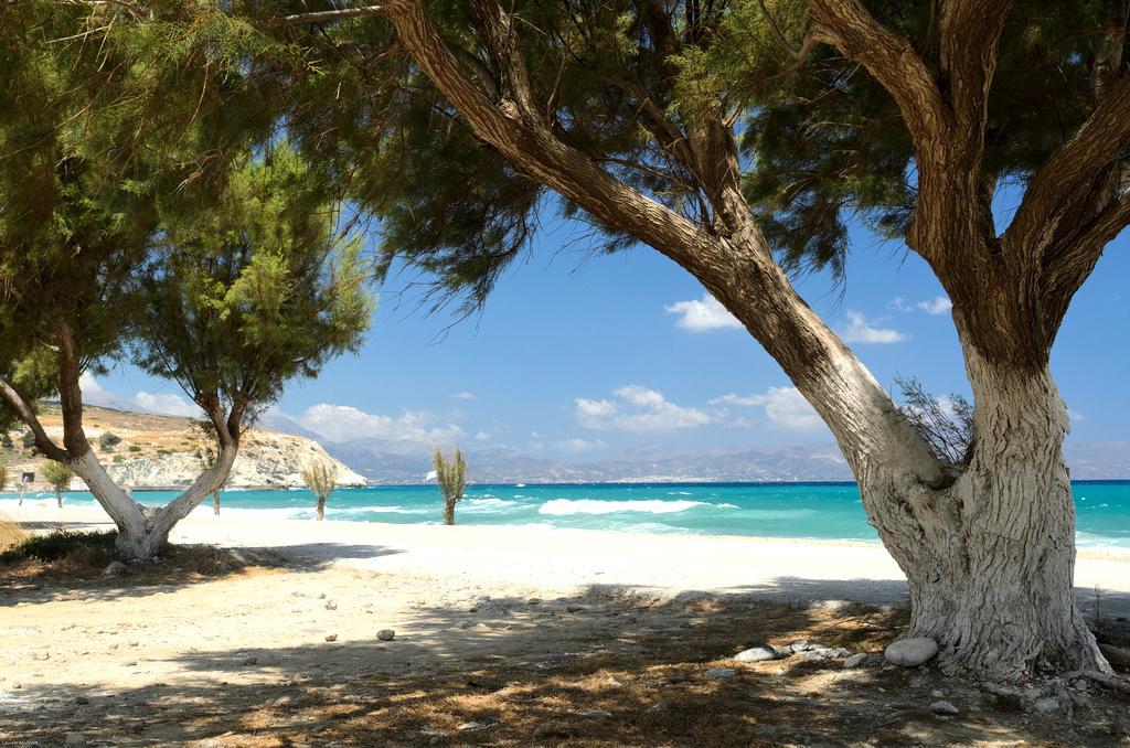 Располагается в восточной части острова, считается местом для респектабельного отдыха