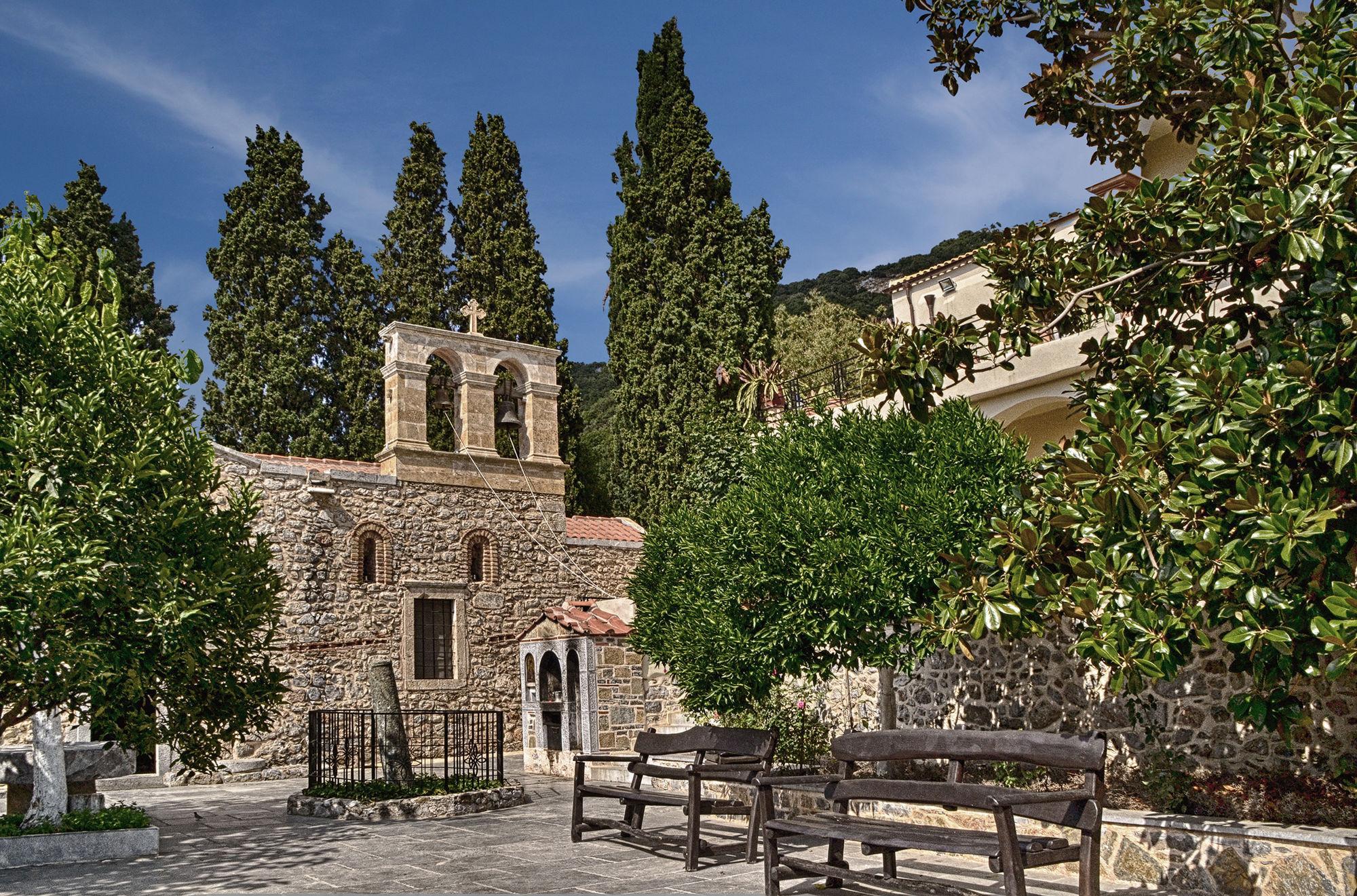 Православный монастырь туристы посещают нечасто, поэтому здесь сохранился дух святости и намоленности. Комплексу строений более 800 лет, и в течение этого времени здесь проводятся службы