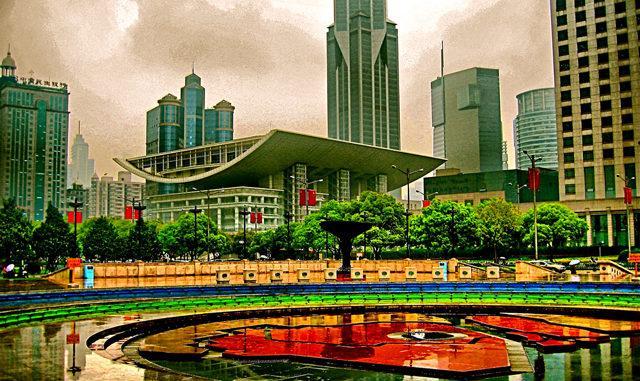 крупная городская площадь, прилегающая к Нанкинской улице в районе Хуанпу в Шанхае, Китай. Народная площадь является местом штаба муниципальных властей Шанхая, и используется в качестве стартовой точки отсчета для измерения расстояния в городе Шанхай.
